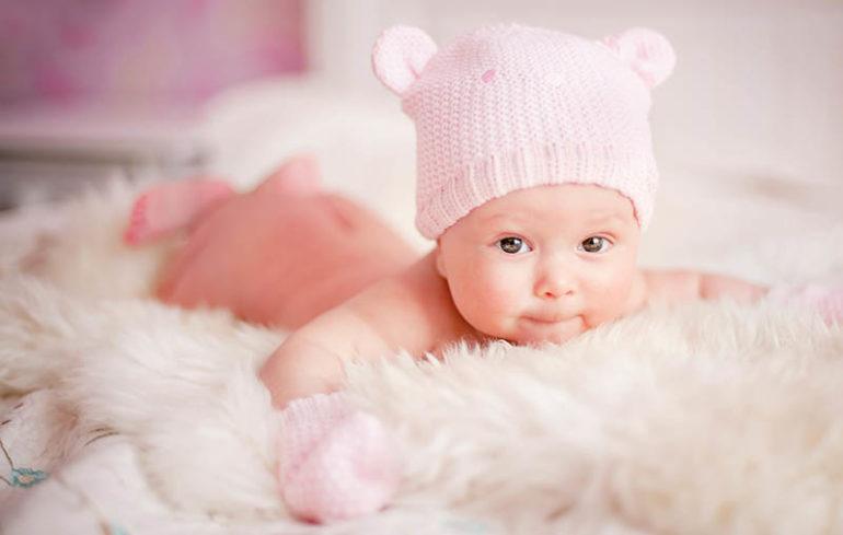 новорожденный на животике